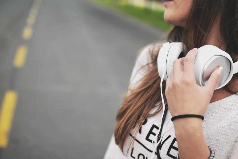music, musica, photography, fotografia, garota, girl, headphone, fones de ouvido, viagem, travelling, Jan Vašek,