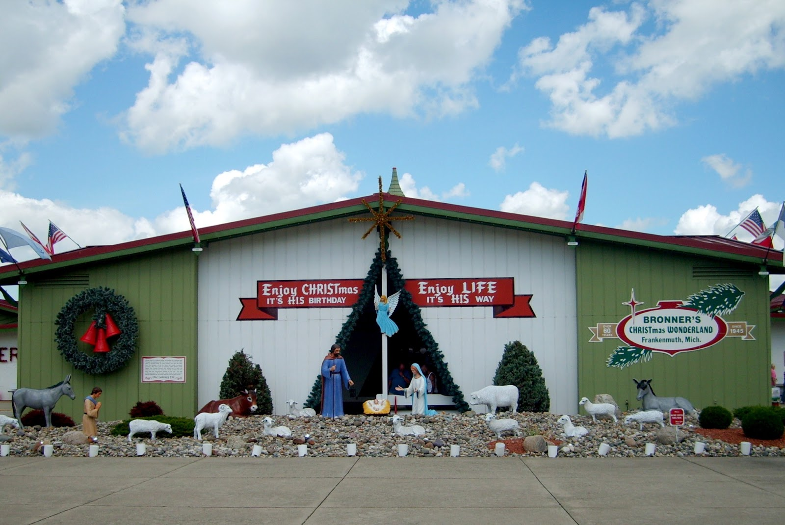worlds largest christmas store outside the entrance are three 17 foot tall outdoor santas and a 15 foot tall snowman inside there are approximately - Worlds Largest Christmas Store