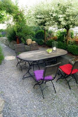 ein schweizer garten harlekinweide 39 hakuro nishiki 39. Black Bedroom Furniture Sets. Home Design Ideas
