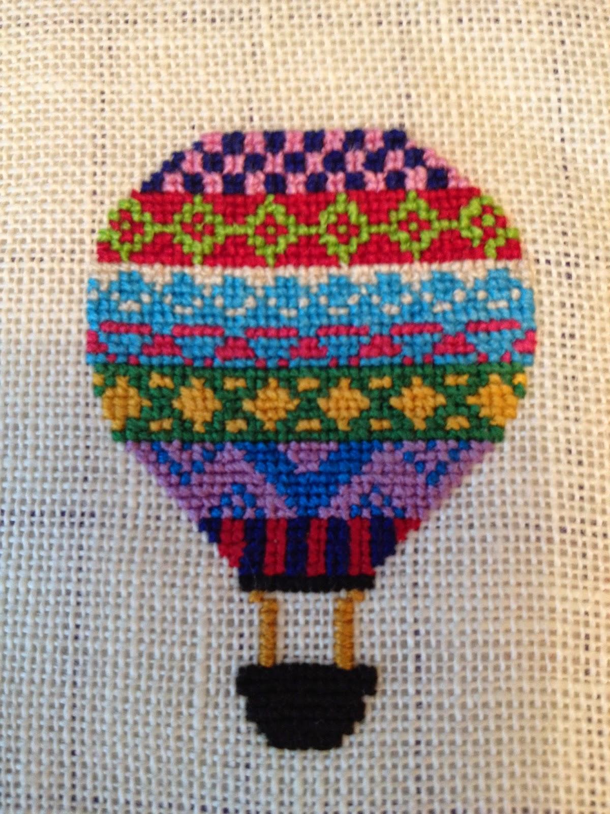 Korssting luftballon med geometrisk mønster