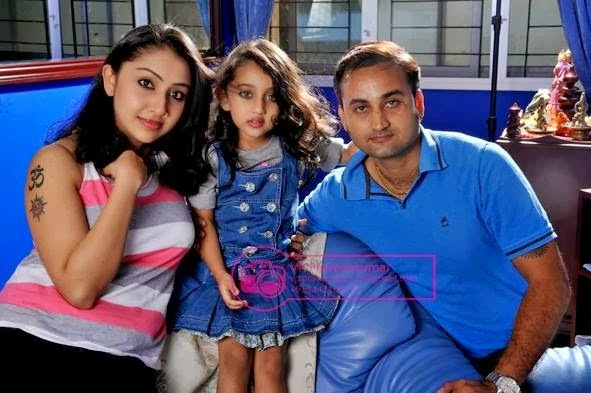 Film Actress Plus Actress Nithya Das With Her Husband And Daughter Family Photos As if daughter manhwa also known as (aka) as if daughter ( jorel221) ; film actress plus blogger