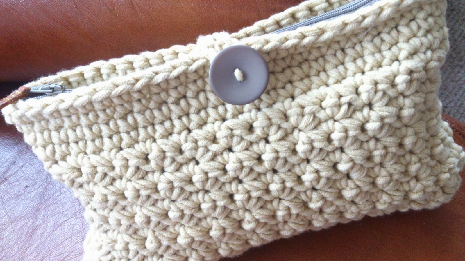 Crochet Clutch Lace Pattern : Of Ones Own Making: Crochet. Not just for Grandma: Crochet Clutch Bag
