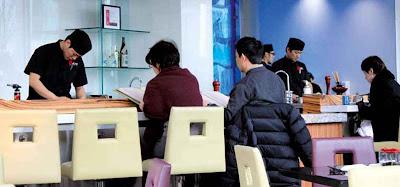 Bei Miku isst man an der Theke oder an einem privaten Tisch