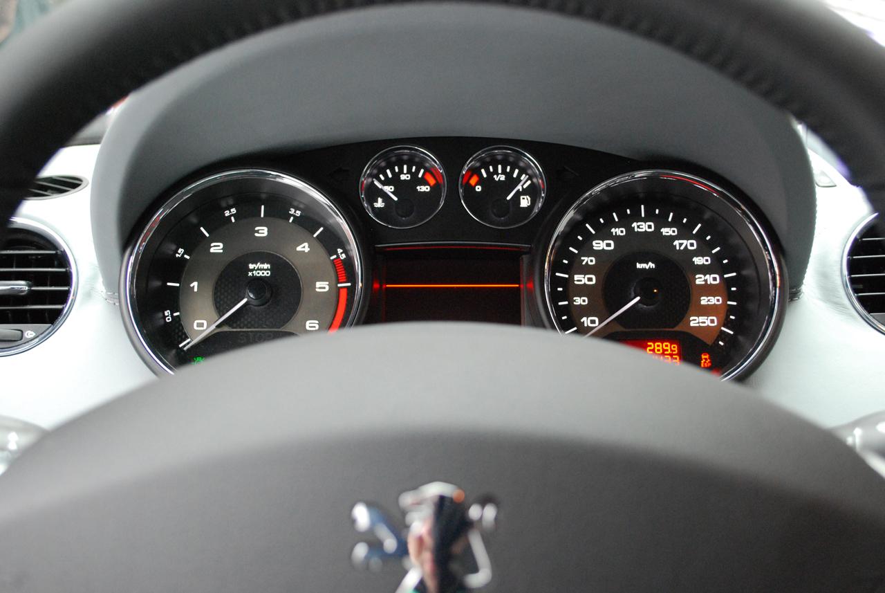 peugeot-rcz-speedometer.jpg