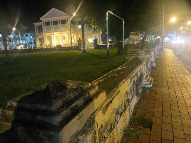 Забор вокруг собора