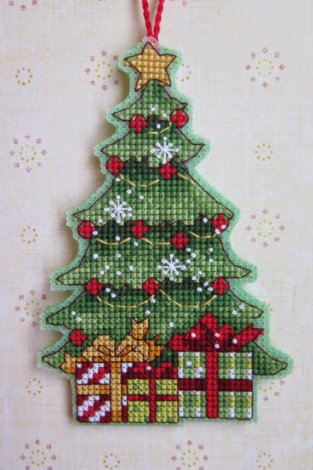 Схемы новогодних вышивок для пластиковой канвы