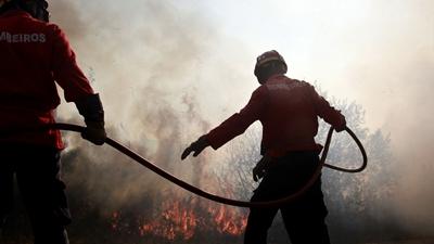 Voluntária do corpo de bombeiros, morre durante combate à incêndios em Portugal.