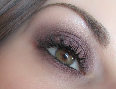 http://chroniquedunemakeupaddict.blogspot.com/2012/04/make-up-simple-avec-rich-core-de-mac.html