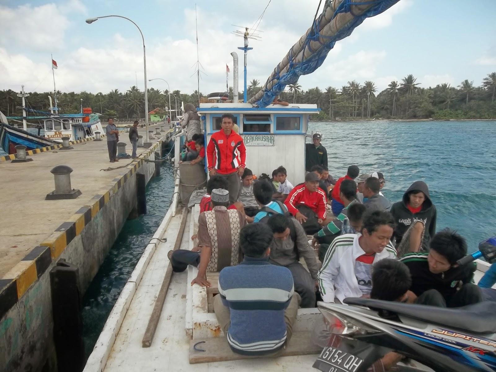Salah satu kapal bersandar dipelabuhan Legon Bajak