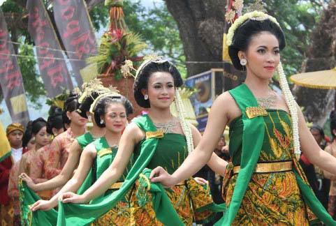 """Tradisi """"Larungan"""" Pacu PAD Wisata Telaga Ngebel"""