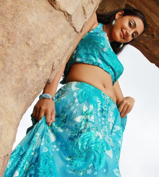 Actress Hot Navel Show: Ragini Dwivedi Saree Below Navel