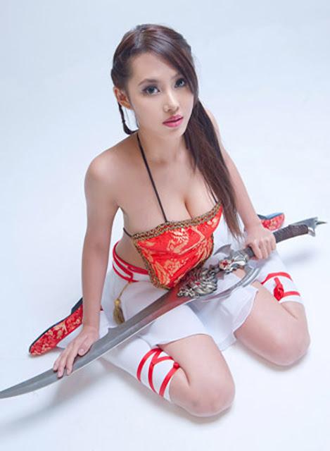 Người mẫu game ngực khủng bố hơn 100cm 6