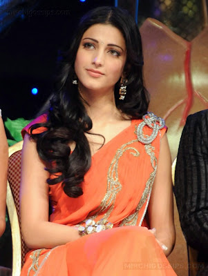 Shruthi Hassan in Sari photos