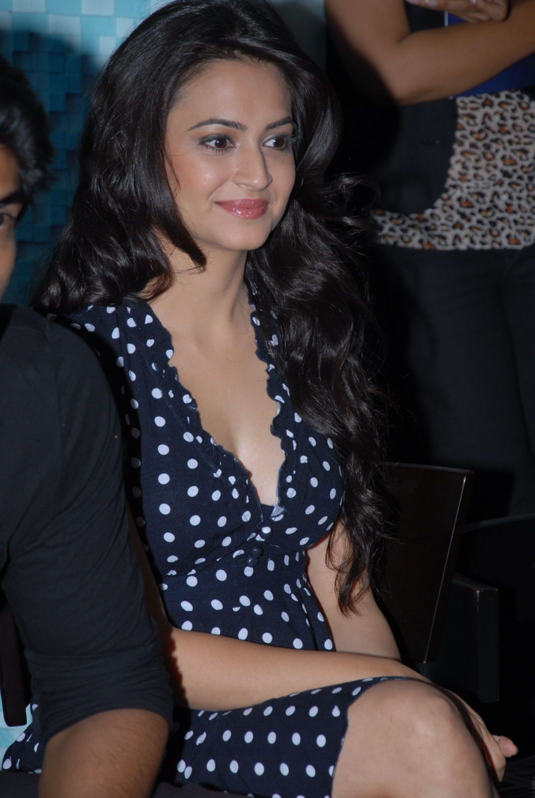 "Kriti Kharbanda Super Sexy Cleavage Show At Deccan Chargers ""See You In Blue"" Campaign Launch"