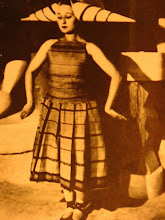 lizica cordeanu vestida con diseño de brancusi