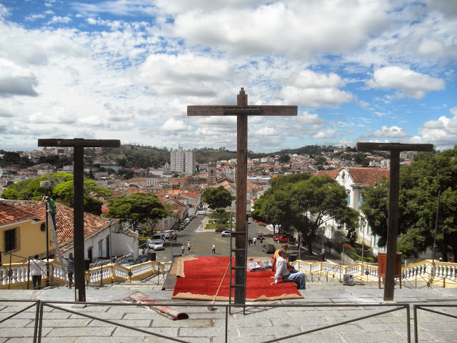 Descendimento da cruz na escadaria da Igreja Nossa Senhora das Mercês