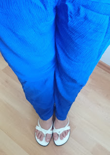 How to Style Palazzo Pants - I´m anchored: Simple T-Shirt and blue Palazzo Pants