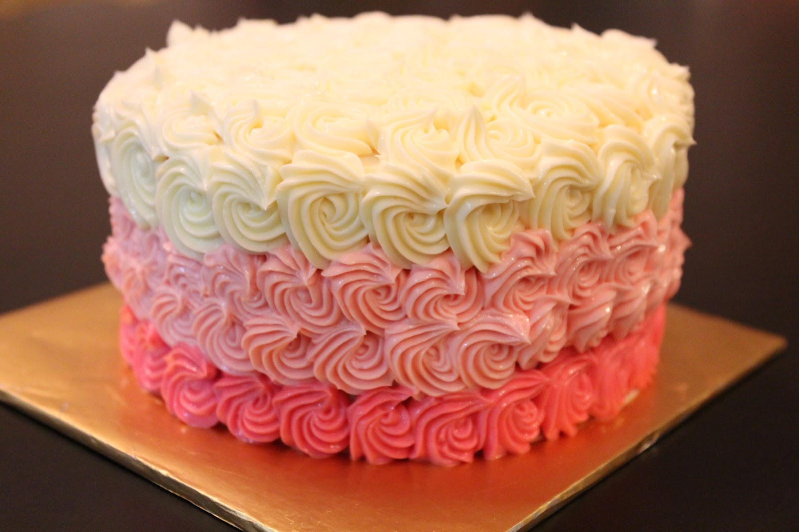 Images Of Cake With Icing : Bluepandacakes: Rainbow Cake with Ombre Buttercream Frosting