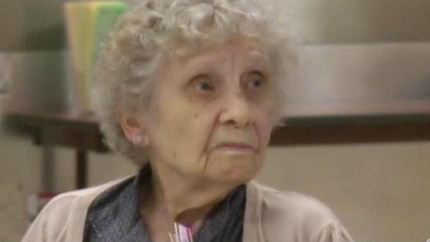 Nenek ini Mendapatkan Gelar Diplomanya Setelah 75 Tahun