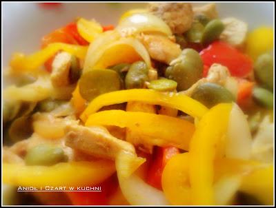 Mięsko drobiowe z warzywami i bobem