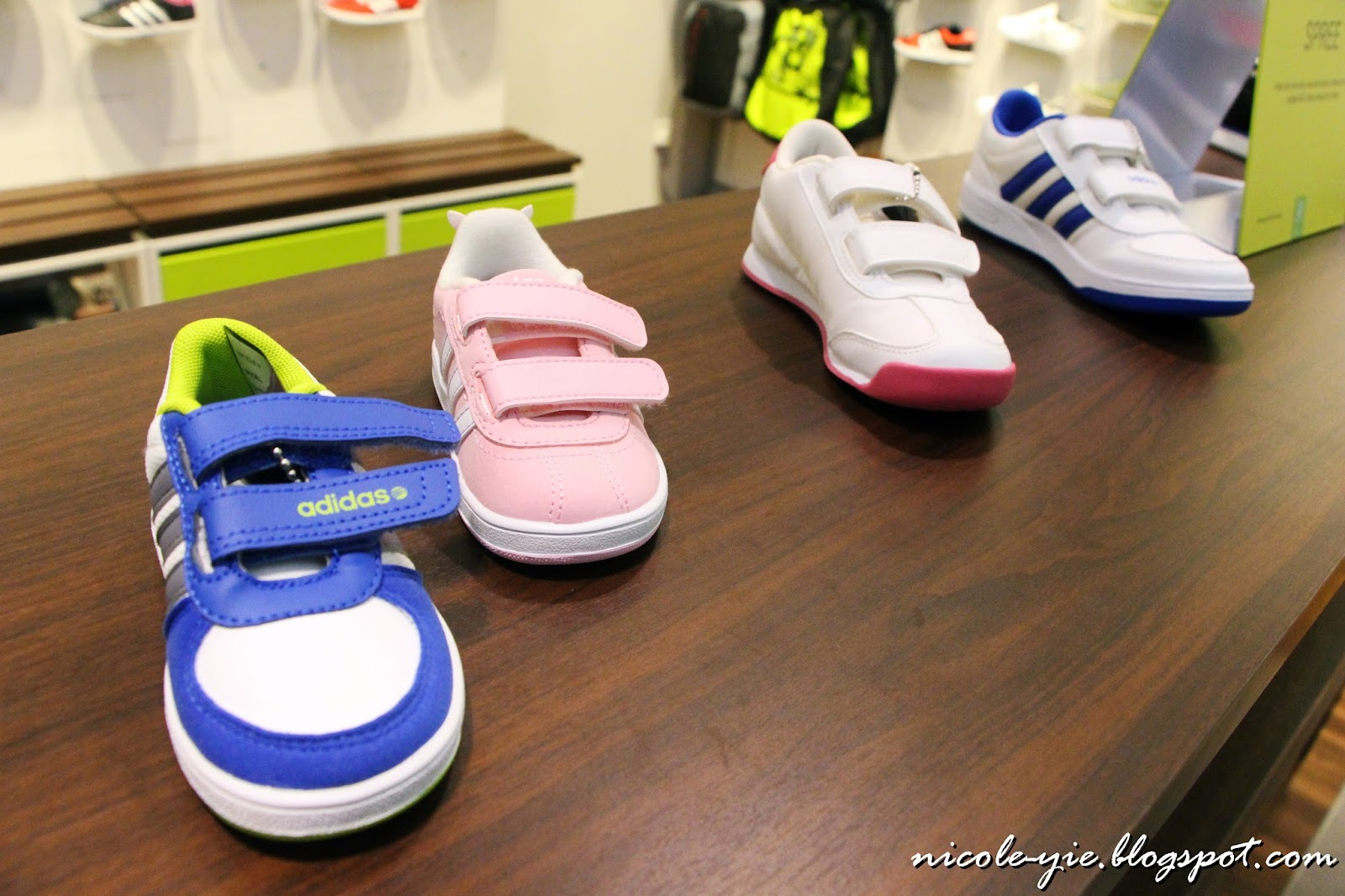 Look at the kids' shoes! How adorable! Especially after seeing the adults'  one!