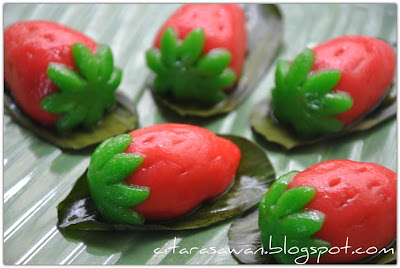 ... buah-buahan di buat dari kuih ni.. memang cantik dan sedap dimakan