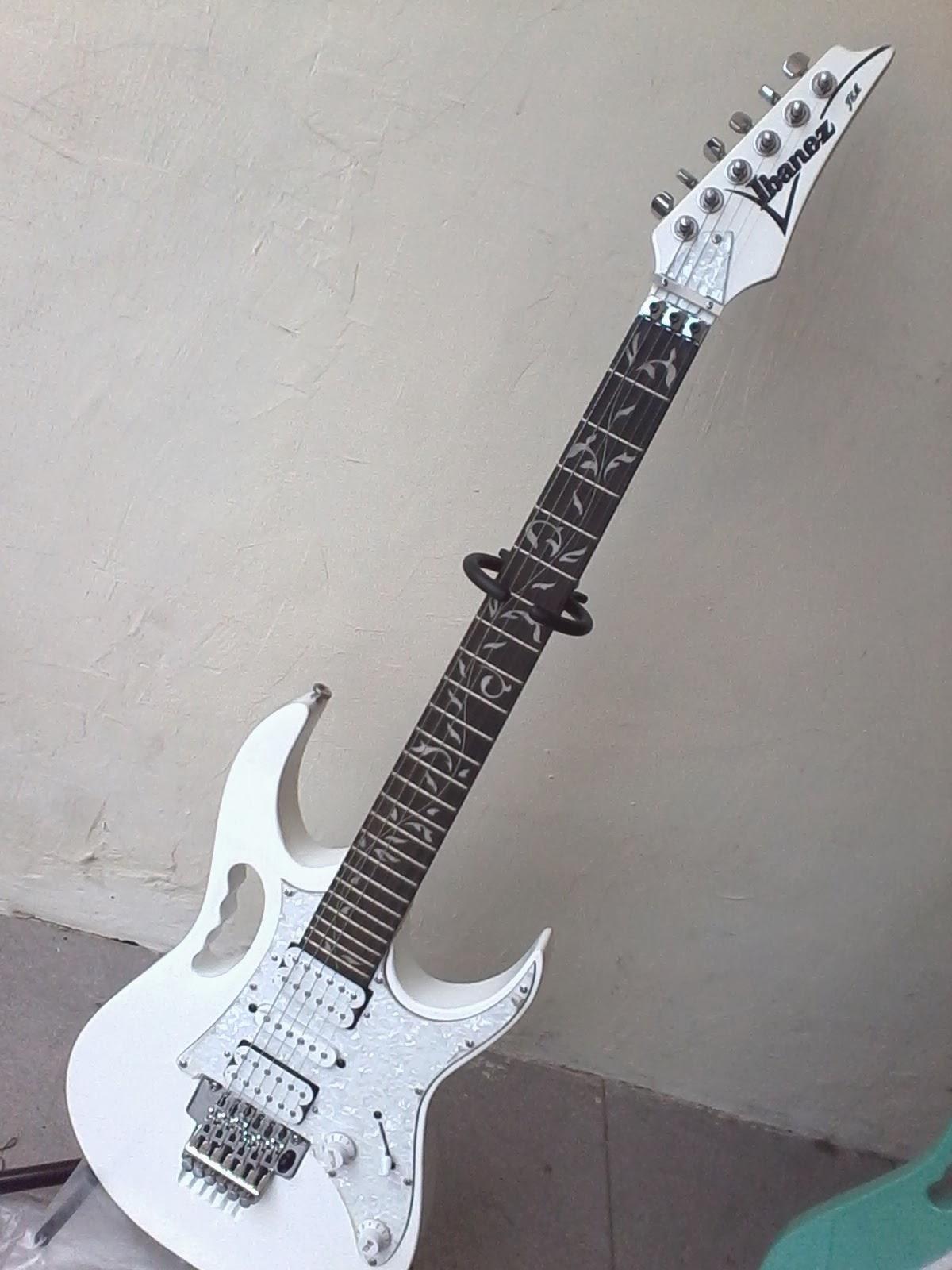 Kali Ini Kami Mau Menawarkan Gitar Elektrik Ibanz Jem Flower Putih
