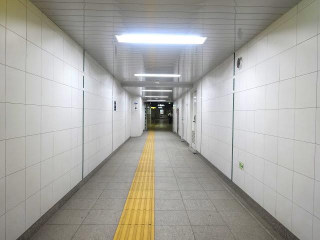 地下通路,東西線落合駅,東京〈著作権フリー無料画像〉Free Stock Photos