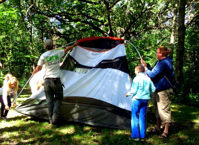 setting up tents during i can camp at minneopa state park