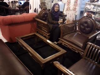 Pemilik Toko Online Sofa