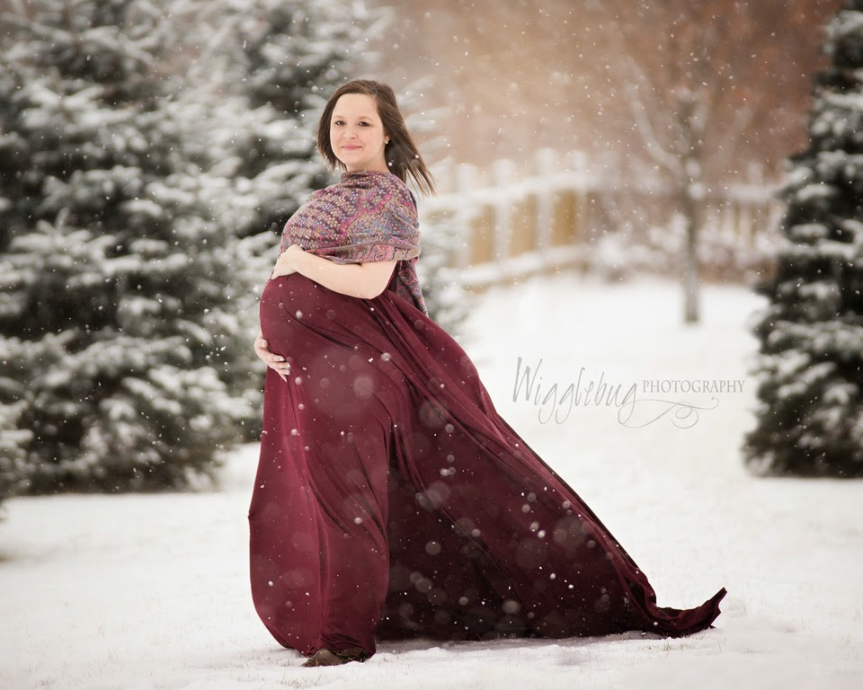 Stunning Winter maternity photos in the snow