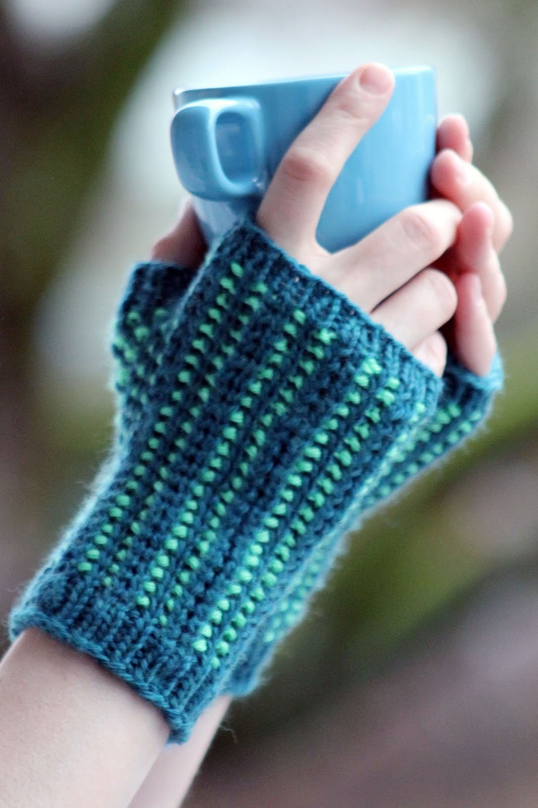 Balls to the Walls Knits: fingerless gloves