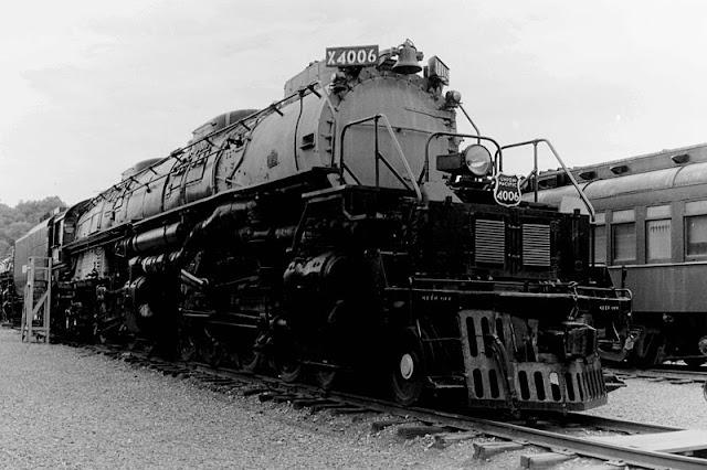 Gambar Kereta Api Lokomotif Uap BigBoy 4-8-8-4 4006 01