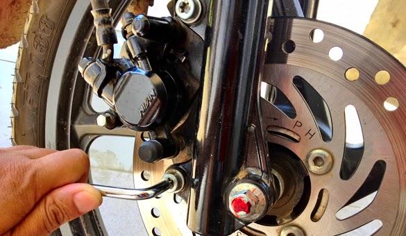 Memasang Sendiri Kampas Rem Cakram Sepeda Motor