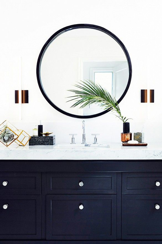 Decor trend round bathroom mirrors my paradissi - Round mirror over bathroom vanity ...