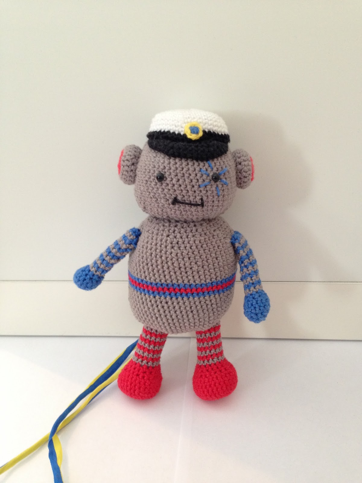 Amigurumi: Student robot