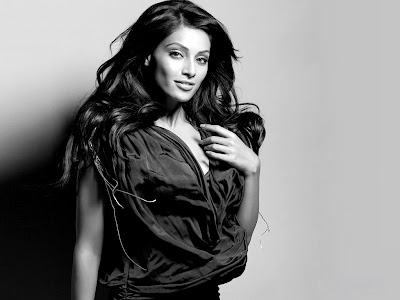 http://2.bp.blogspot.com/-2P-zqCb0CS0/TxLtpEwRB8I/AAAAAAAANVA/XyCP0NrB_0Y/s400/Bipasha_Basu_Jodi_Breaker_Wallpapers_photo_shoot.jpg