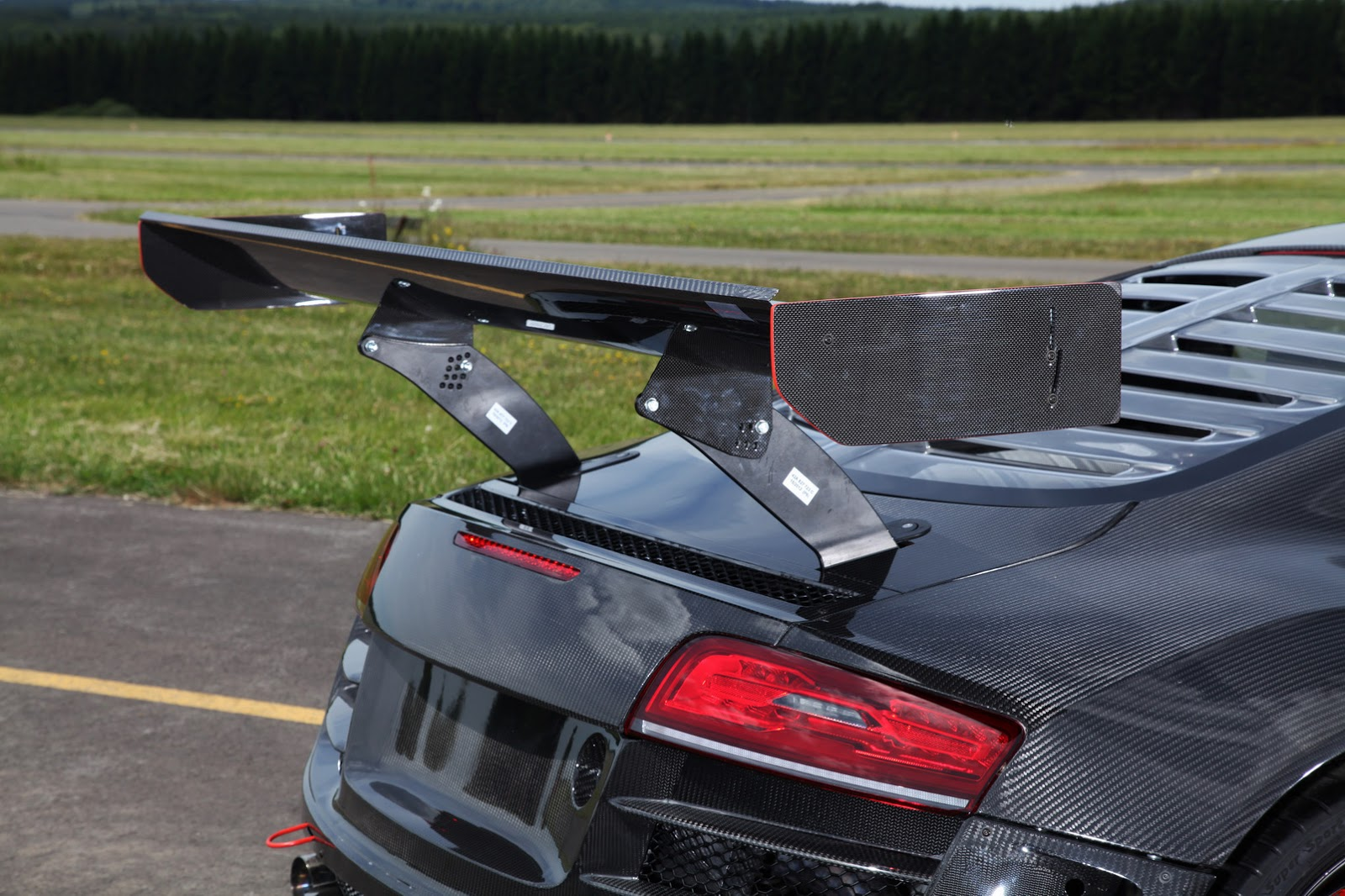 Audi-R8-Recon-MR8-8.jpg