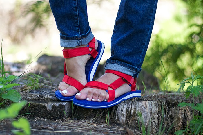 sandali rossi bianchi blu