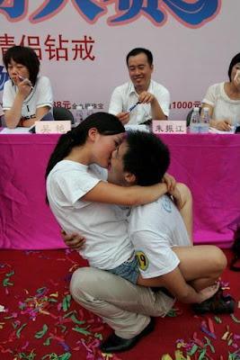 Gambar Pasangan Ciuman Paling Seksi