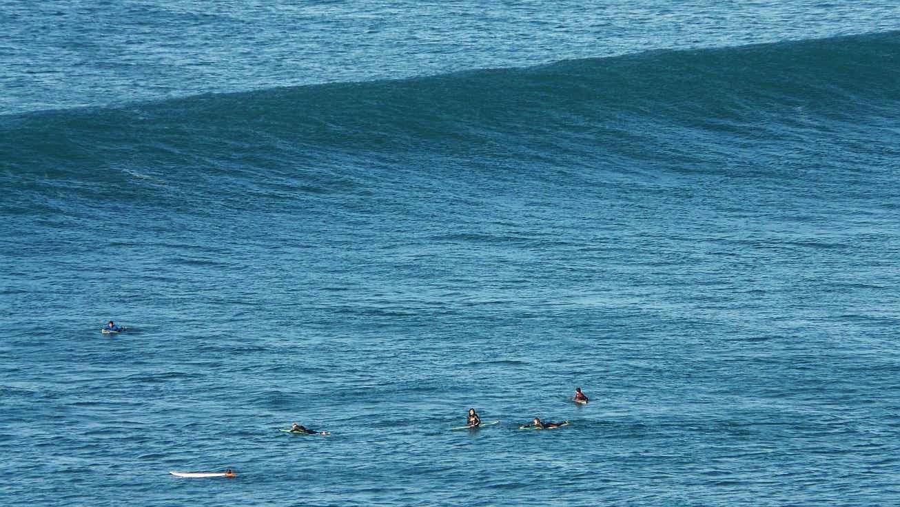 surfing menakoz 01