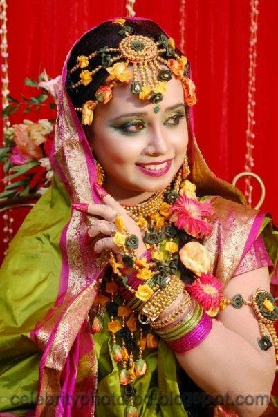Latest+Photo+Tips+For+Looking+Hot+And+Beautiful+In+Gaye+Holud+Festival006
