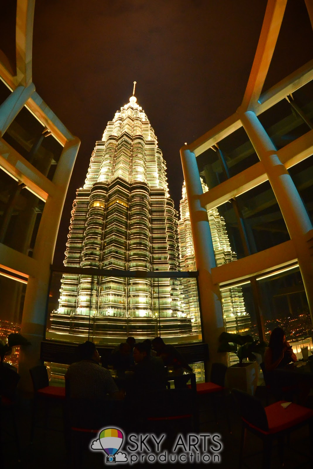 Outdoor bar view of KLCC Twin Towers at Marini's on 57