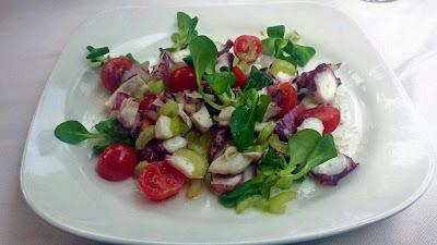 insalata di polpo con pomodorini, sedano e olive taggiasche