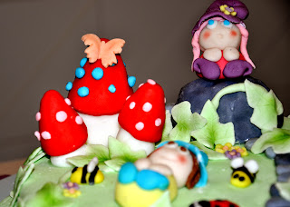 pasta-di-zucchero-torta-fate-funghi-bosco-folletti-coccinella-api