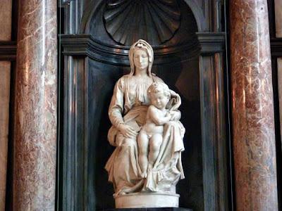 """""""La Madonna y el Niño"""" de Miguel Angel en Brujas"""