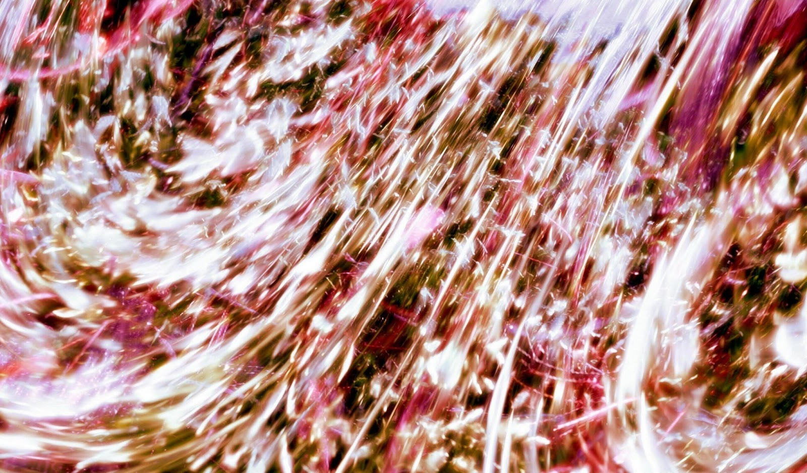 http://2.bp.blogspot.com/-2QwZZpVm8Jc/UWxa-gh3esI/AAAAAAAAFQ0/-IJNWL3q3fo/s1600/abstract-wallpaper-background-in-gold-white-and-red.jpg