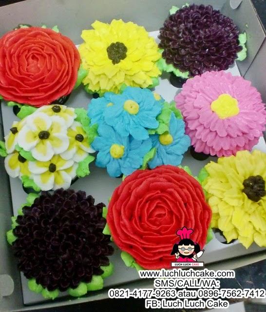 Cupcake Buttercream Bunga Bunga Daerah Surabaya - Sidoarjo