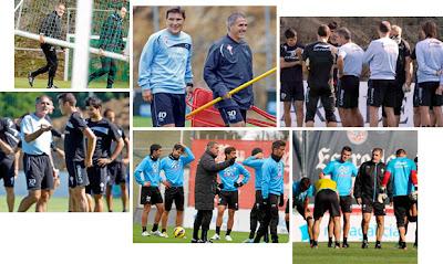 Herrera con sus jugadores en A Madroa