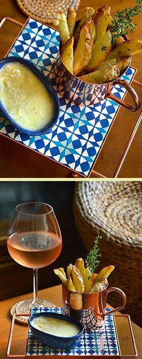Batatas rústicas temperadas com tomilho + creme (fondue) de queijo brie